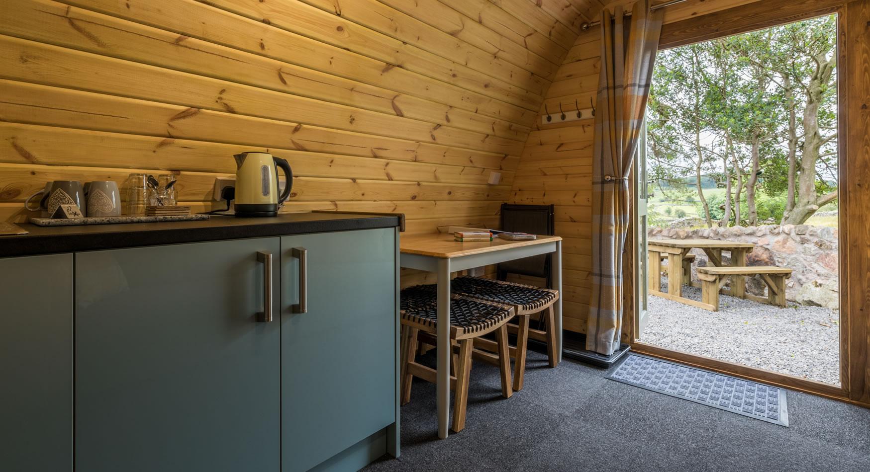 woodlandpod-kitchendining