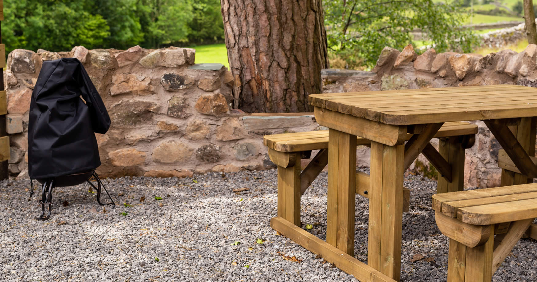 woodlandpods-picnicbench